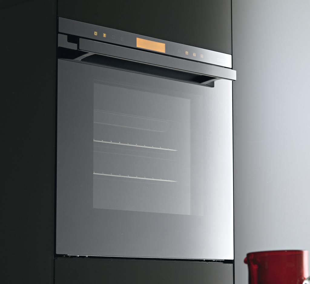 Il forno Crystal Black Mirror 60+ DCT di Franke è protagonista della quarta edizione di Master Chef, in onda su Sky.
