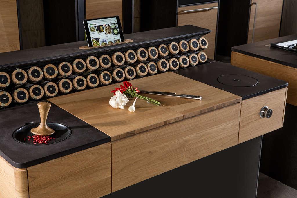 Vooking Kitchen - l'unità con il tagliere e i porta-spezie. Foto © Liebert Michael