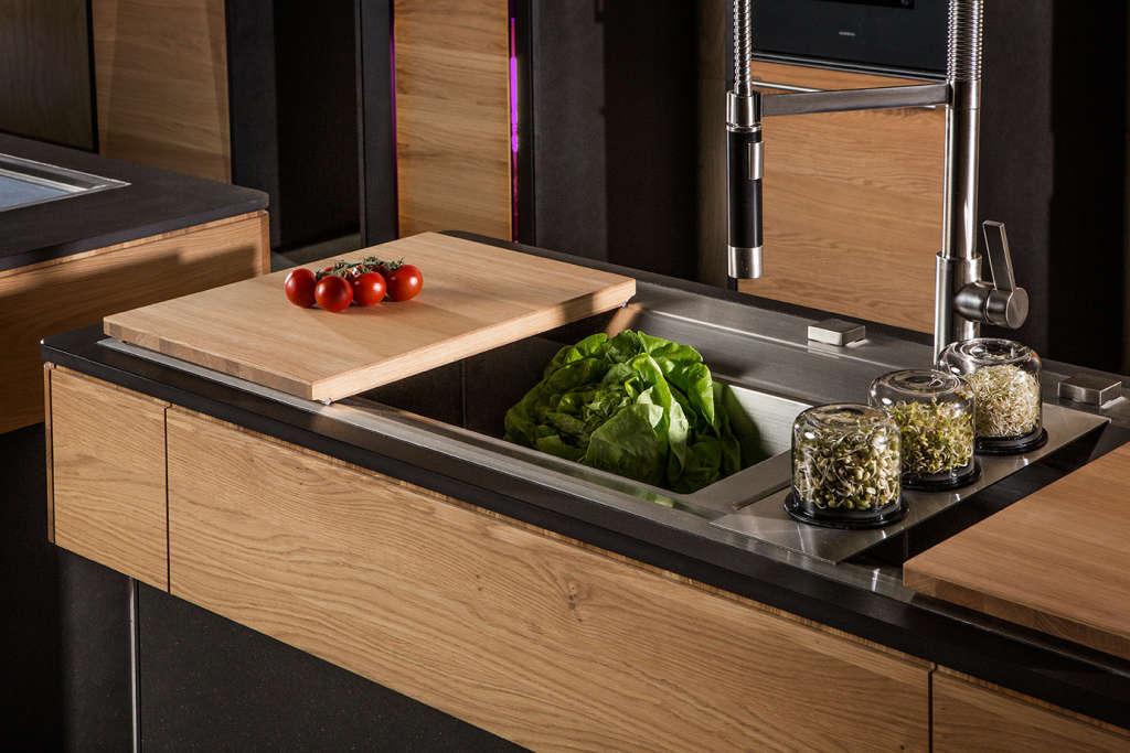 Vooking Kitchen - l'unità con il doppio lavello e i porta-germogli. Foto © Liebert Michael