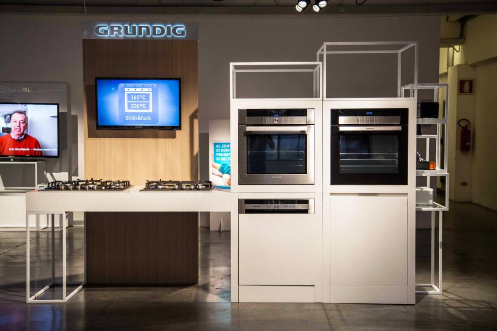 2.L'inserimento di un apparecchio video Grundig nel set espositivo consente di raccontare ai clienti i plus del brand e dei prodotti in gamma.