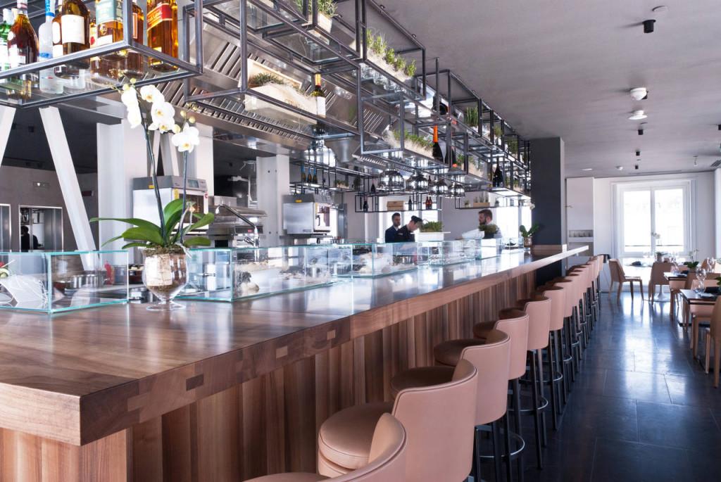 Cucina del Ristorante Asola a Milano, cucina di design su misura