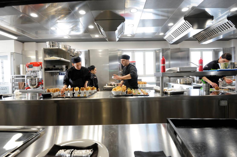 cucina su misura per il ristorante asola di milano - Cucine Per Ristoranti