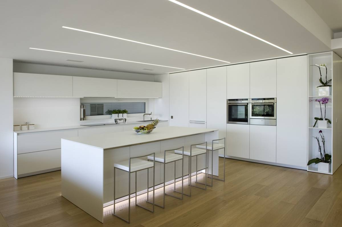 Cucina dal design minimale per una casa a ragusa for Eclairage interieur maison contemporaine