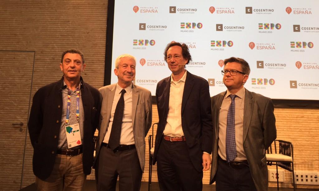 Da sinistra: Fulvio Irace, docente del Politecnico di Milano, Luis Fernández-Galiano, editore e accademico, Fermín Vázquez, architetto e fondatore dello studio b720, Santiago Alfonso, direttore marketing del Gruppo Cosentino.