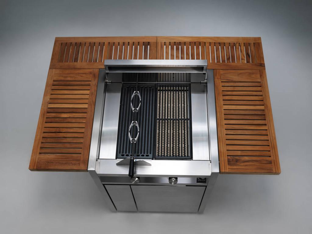 Vista dall'alto per Green, il barbecue in acciaio inox prodotto da Steel. Qui è proposto nella versione da 1300 cm di larghezza.