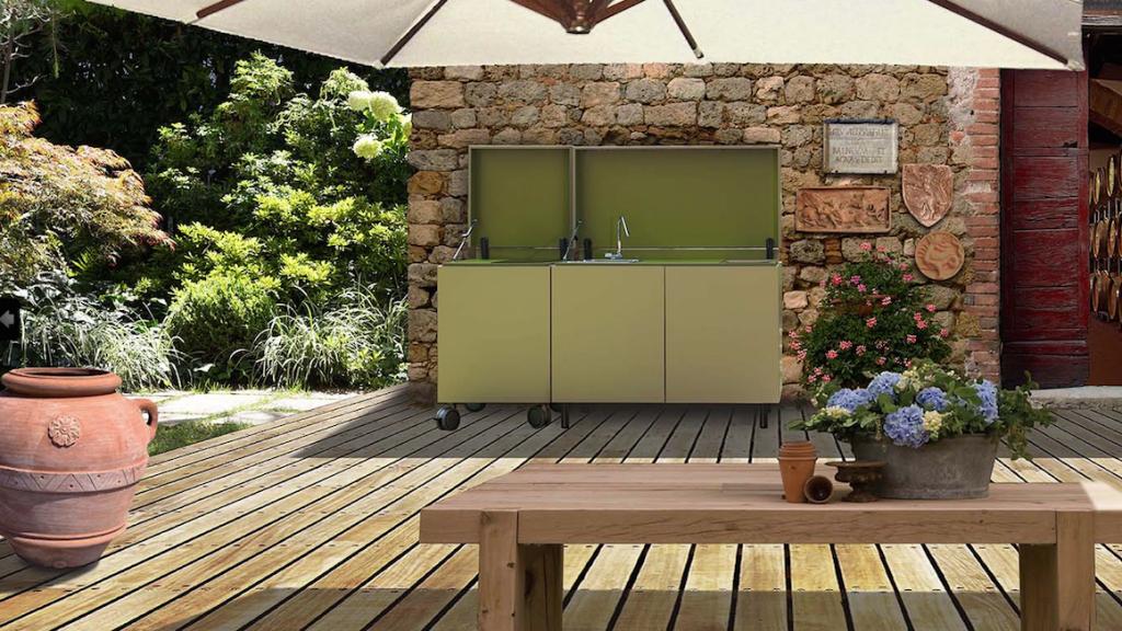 Il sistema cucina componibile per esterno proposto da Aerform è realizzato in un materiale super leggero e del tutto resistente.