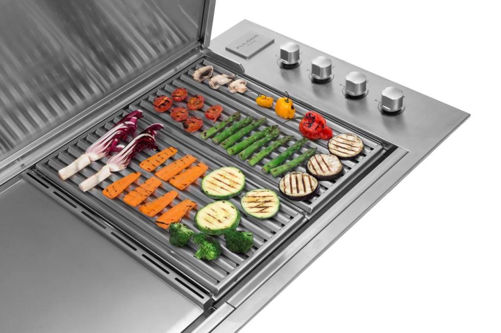 Supreme 100 è il barbecue da incasso per outdoor, realizzato in acciaio inox 316 da Fulgor-Mlano.