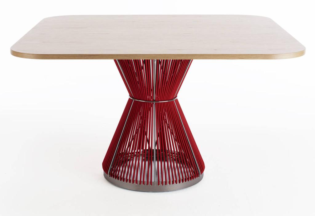 Karl Andresson & Söner. Tavolo Hide disegnato da WIS Design