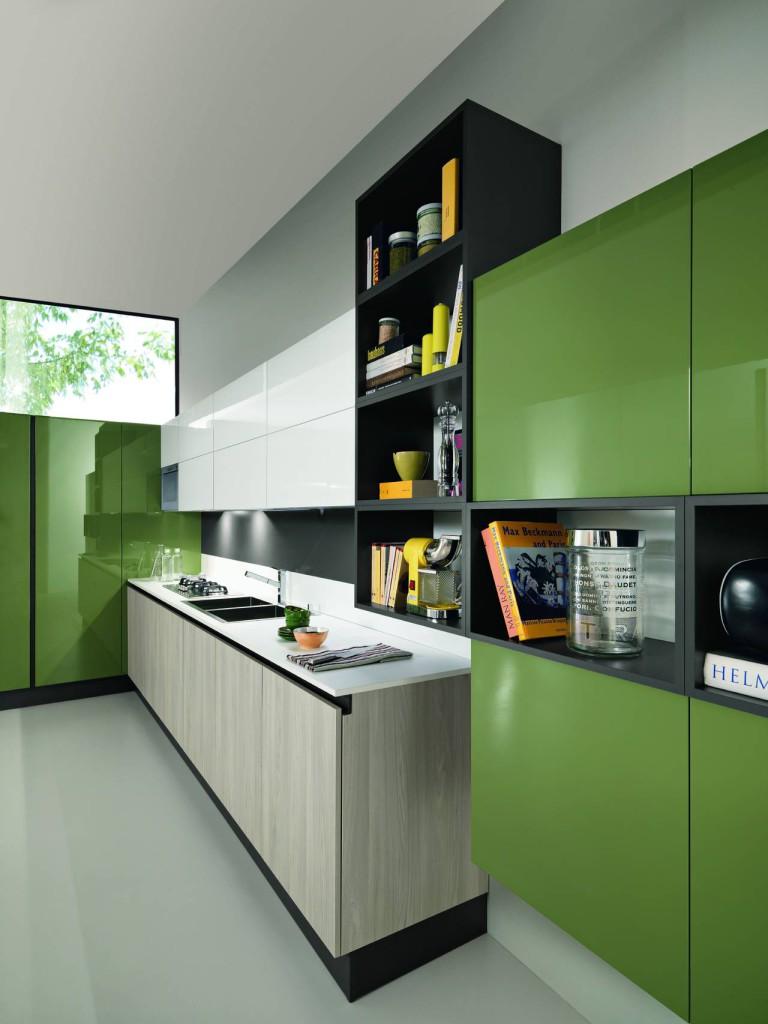 Il verde avocado accostato alla finitura frassino diamante e bianco neve caratterizza questa soluzione di Sand (design Alfredo Zengiaro) proposta da Febal.