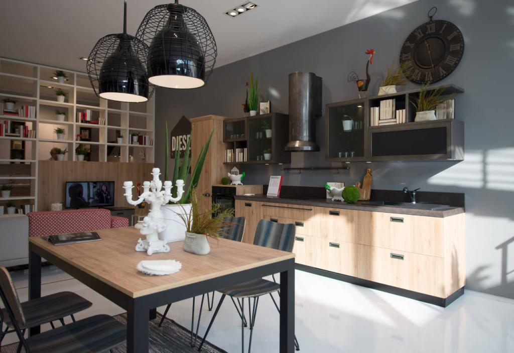 Protagonista di una delle vetrine dello Scavolini Store di Lissone è la cucina Diesel Social Kitchen
