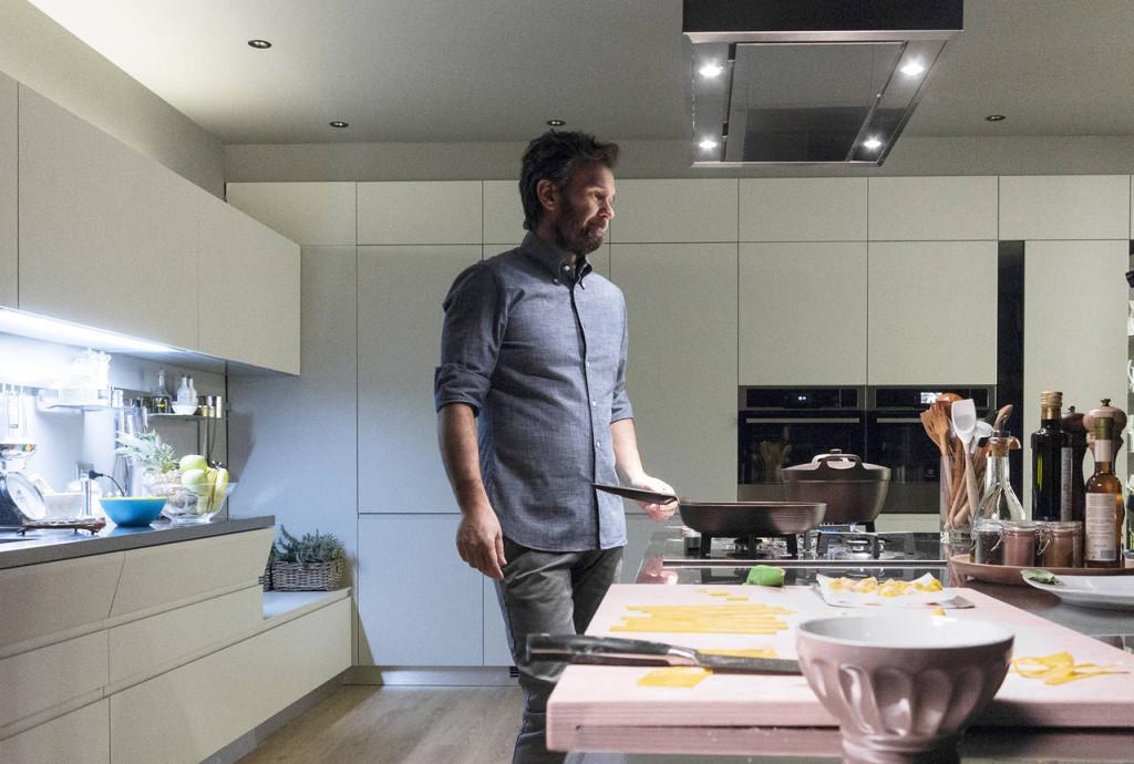Il nuovo spot Scavolini ha come testimonial Carlo Cracco, ambasciatore del gusto e della cucina italiana nel mondo come il brand dell'azienda leader del settore