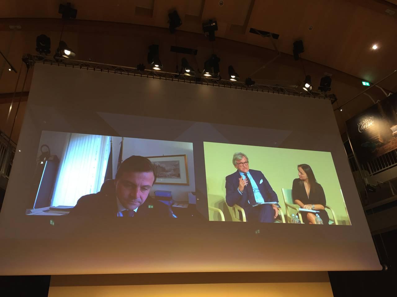 Carlo Calenda, in video conferenza, insieme a Roberto Snaidero e Camila RaznovichCarlo Calenda, in video conferenza, insieme a Roberto Snaidero e Camila Raznovich