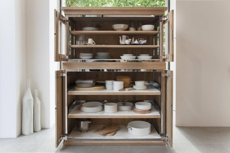 Una credenza in cucina ambiente cucina - Mobili cucina ikea credenza acciaio ...