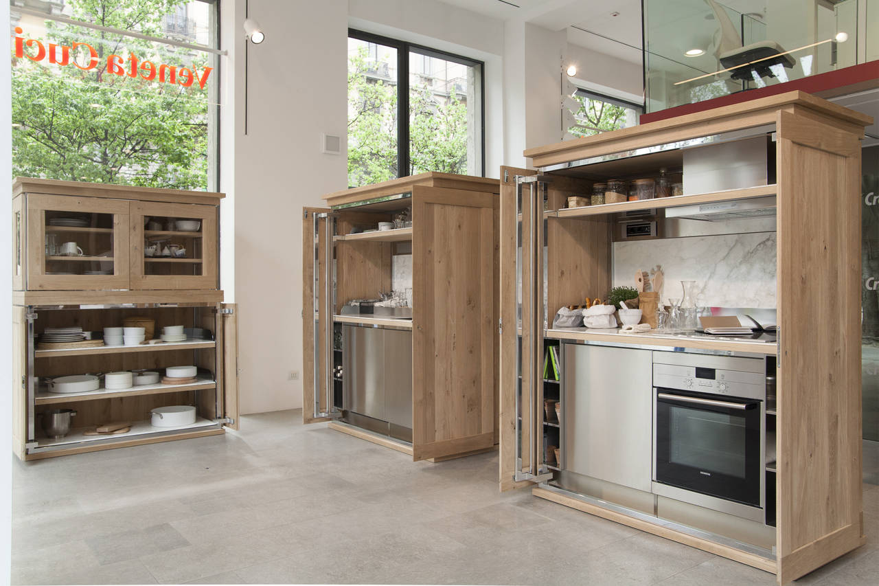 Credenza Con Piano Di Lavoro : Una credenza in cucina ambiente