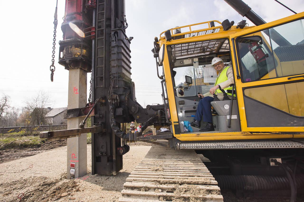 Posato il primo palo per la costruzione della nuova sede produttiva di Hettich