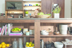 Una libreria in cucina