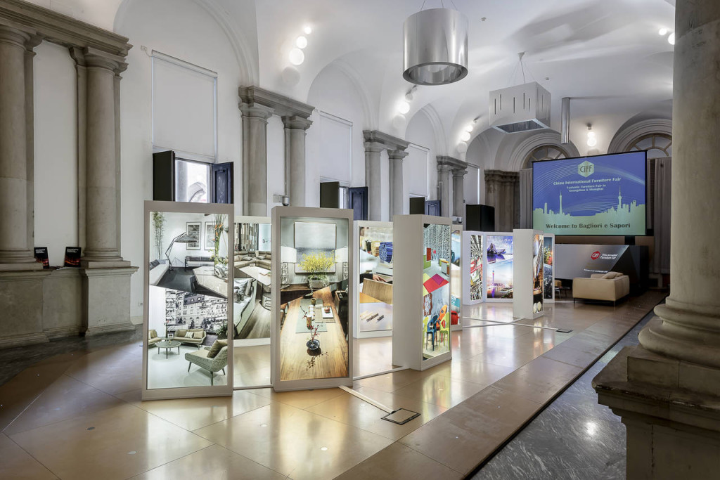 L'interno di Palazzo Giureconsulti con le immagini di CIFF