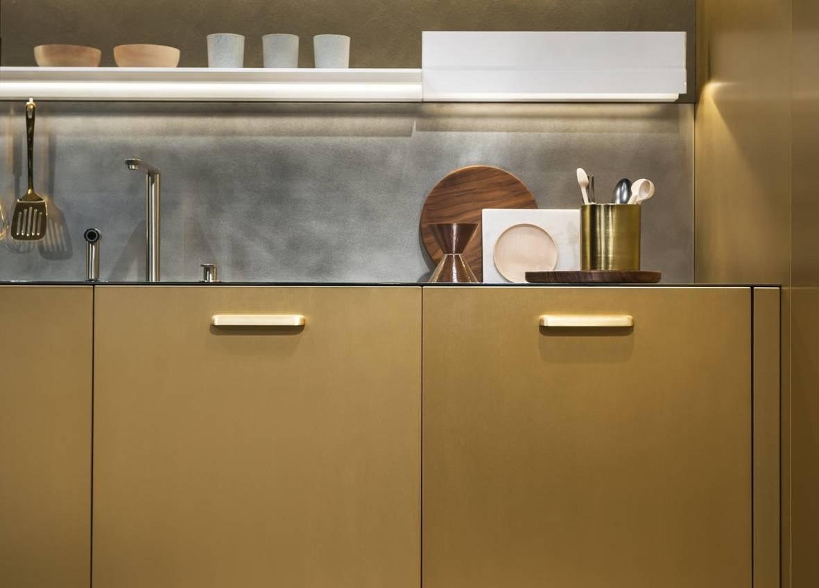 Superfici effetto metallo ambiente cucina for Aziende cucine design