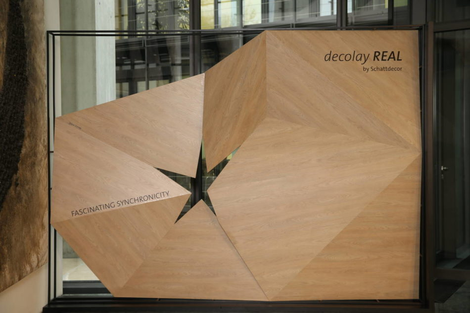 Decolay Real è l'ultima frontiera dello sviluppo e ricerca di Schattdecor e propone una superficie sincronizzata