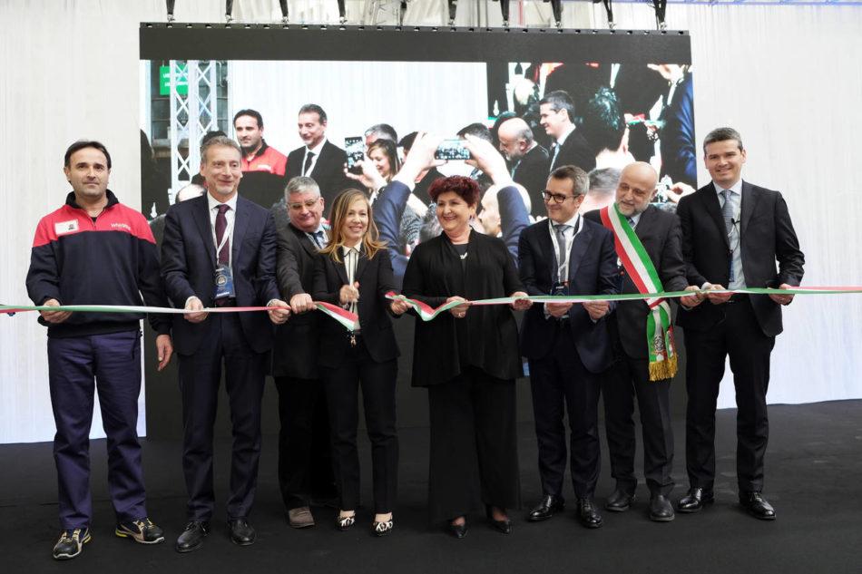 Il taglio del nastro del nuovo stabilimento Whirlpool di MElano, dedicato alla produzione dei piani di cottura
