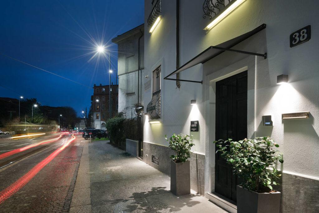 La facciata della Guest House Conti in via Tiepolo a Milano