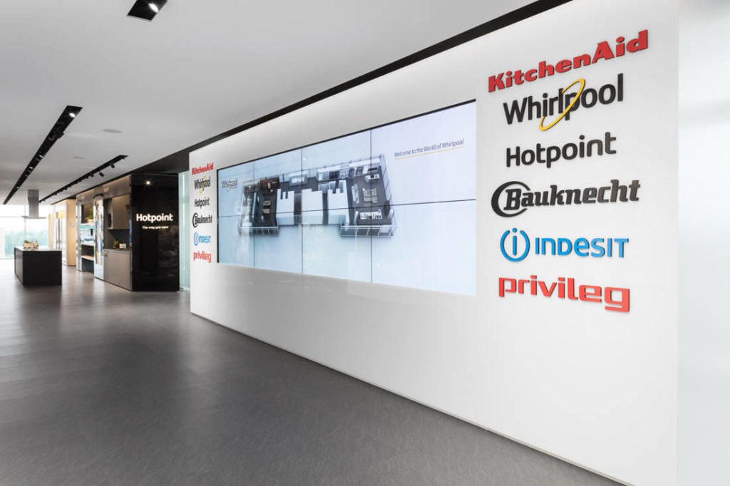 L'ingresso di The World of Whirlpool, il flagship showroom della nuova sede Whirlpool