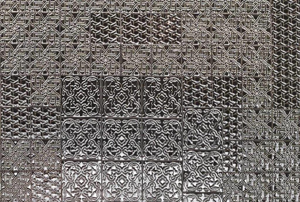 Il dettaglio della ceramica di Domenico Mori della cappa Tile, di Boffi