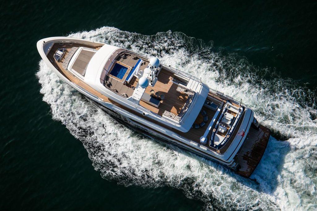 Lo yacht M/Y Babbo visto dall'alto