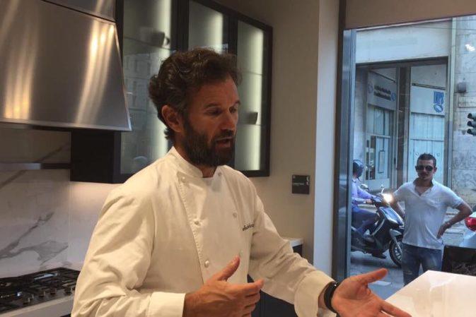 Lo chef Cracco cucina nel rinnovato Scavolini Store Milano Missori