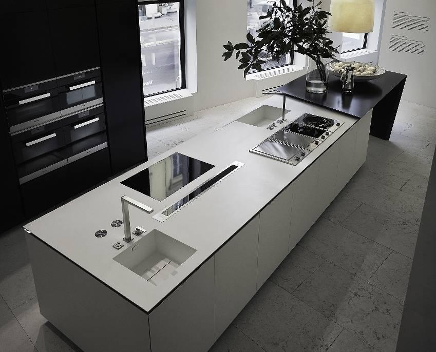 Nelle cucine in solid surfaces il design incontra l for Cucine varenna