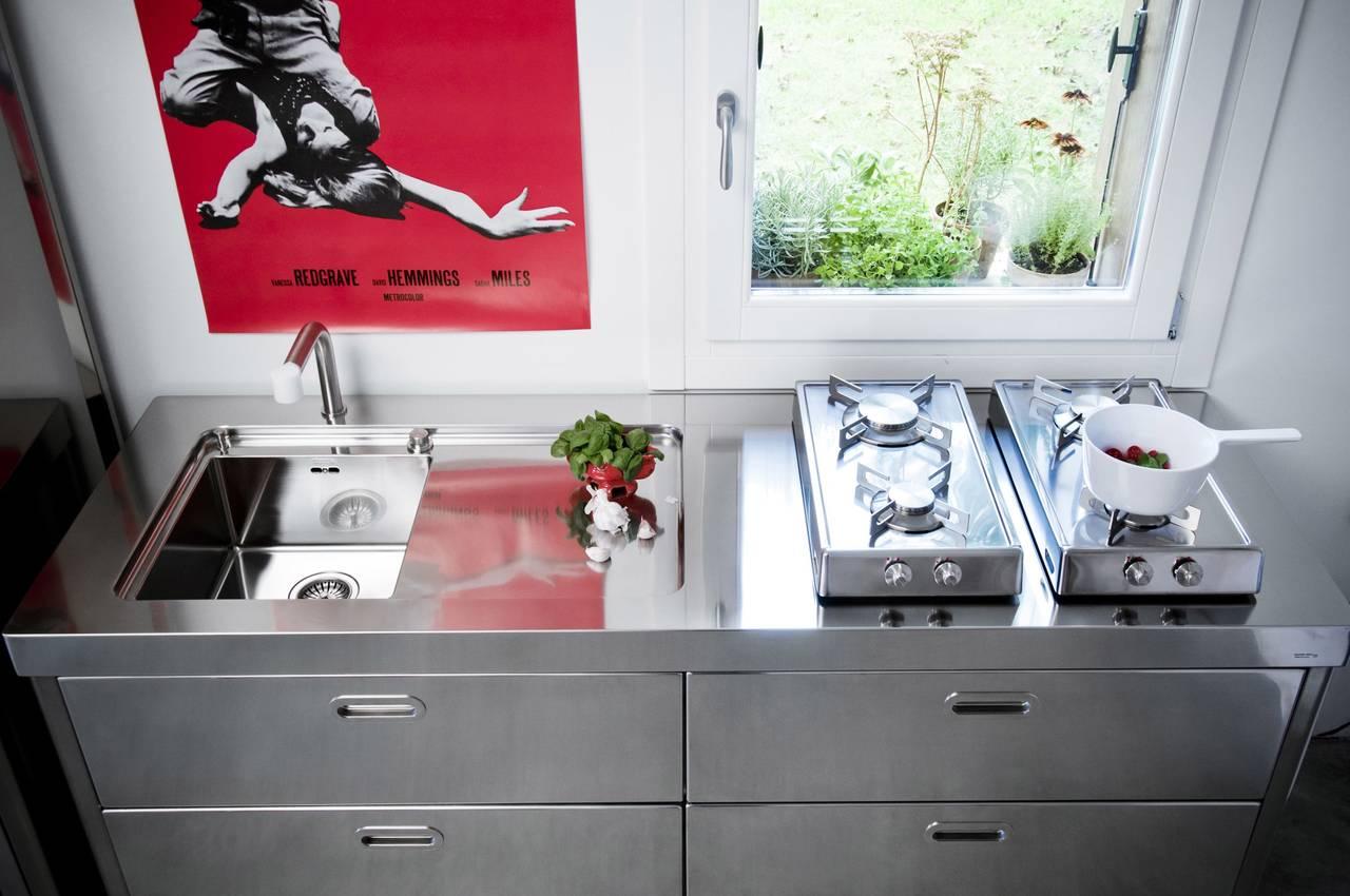 cucine in formato compatto, creative e mini per piccoli spazi