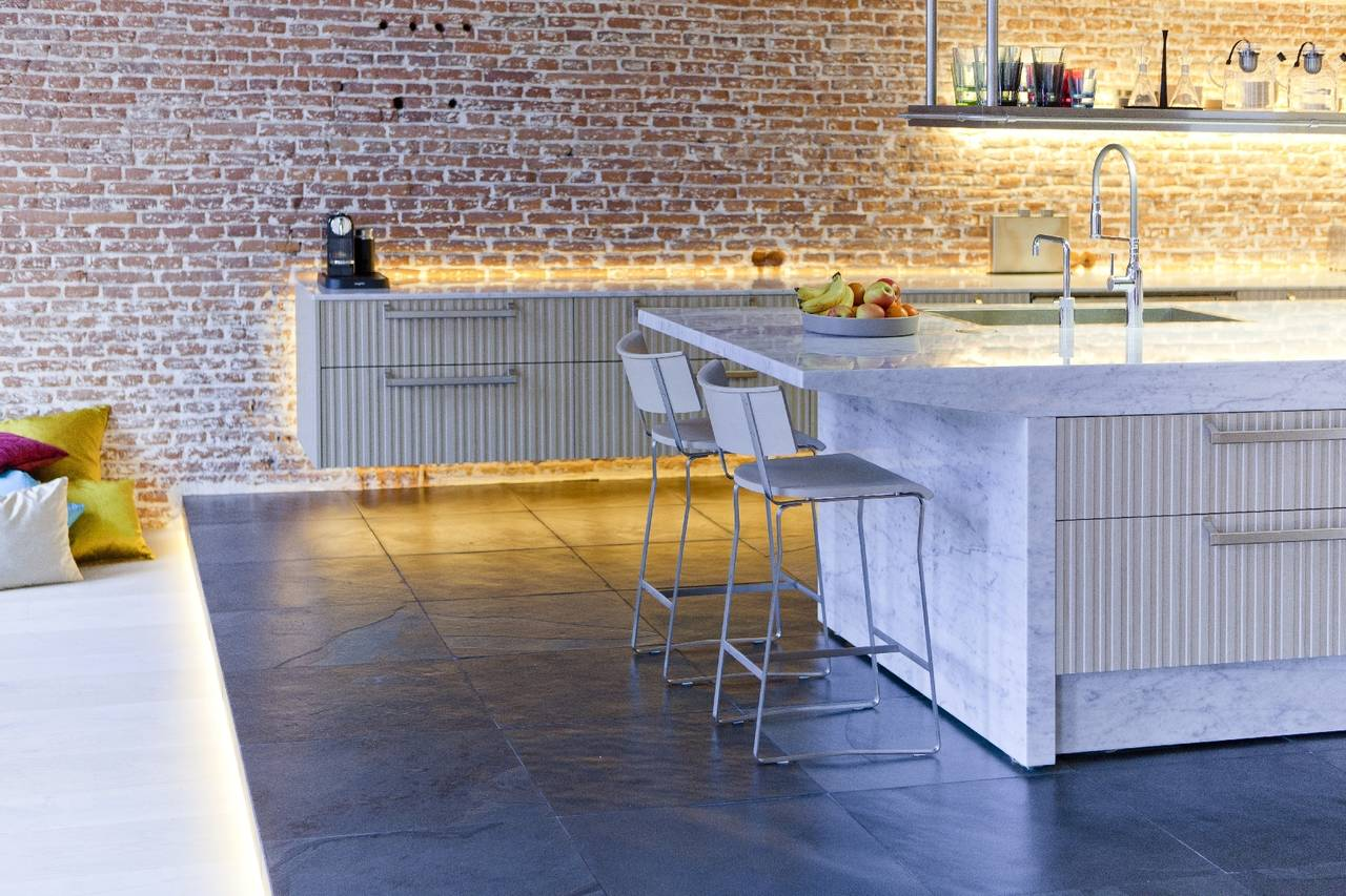 Marmo bianco di carrara per una cucina scultura in olanda ambiente