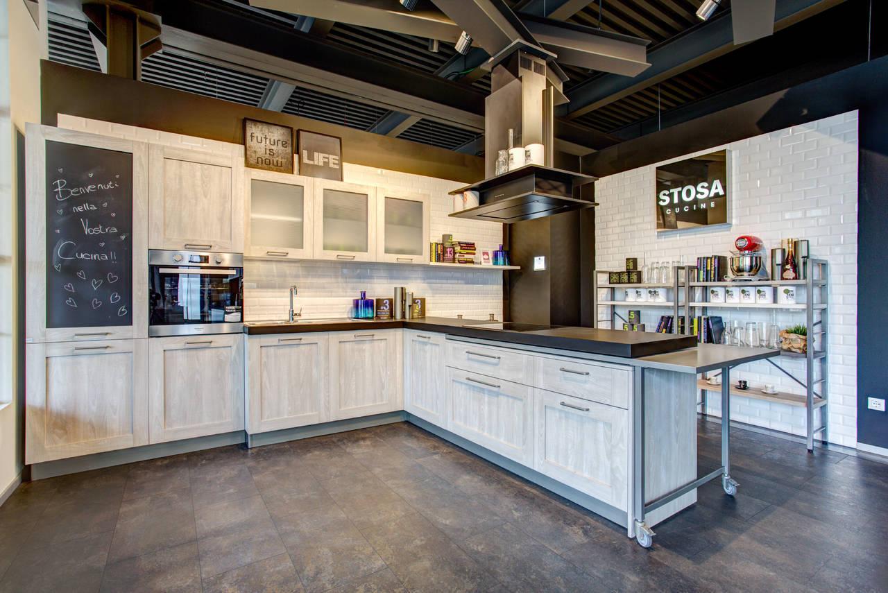 Showcooking di simone rugiati per il nuovo stosa store brescia for Aziende cucine design