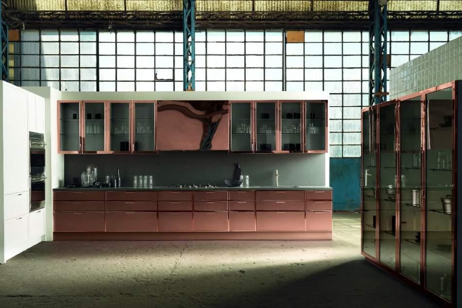 Rame, ottone, acciaio e alluminio per cucine scintillanti