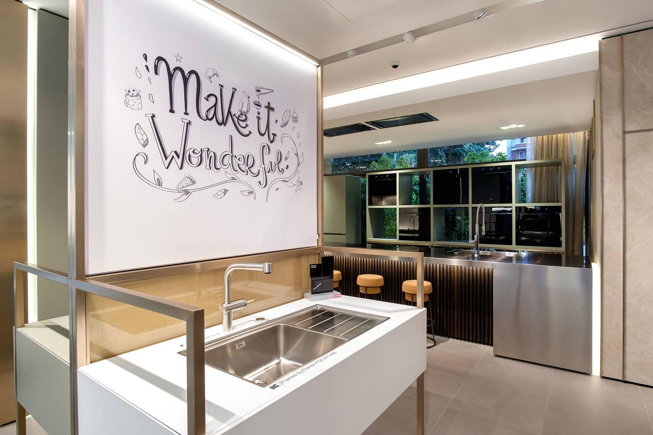Franke apre un flagship store a milano ambiente cucina - Franke showroom ...