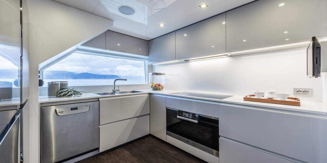 Ernestomeda vince il premio best mega yacht kitchen design for Aziende cucine design
