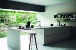 Modularità e contrasti materici per la nuova cucina di Cesar