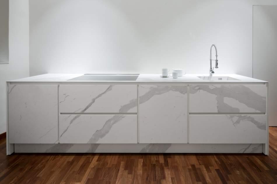 La forza e la versatilità delle superfici ceramiche Laminam, ideali per l'arredo cucina e bagno
