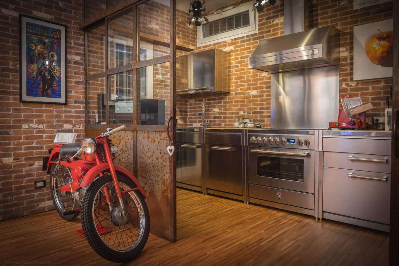 Mobili Cucina Professionale Acciaio.Acciaio Naturale E Colorato Per Genesi La Collezione Free