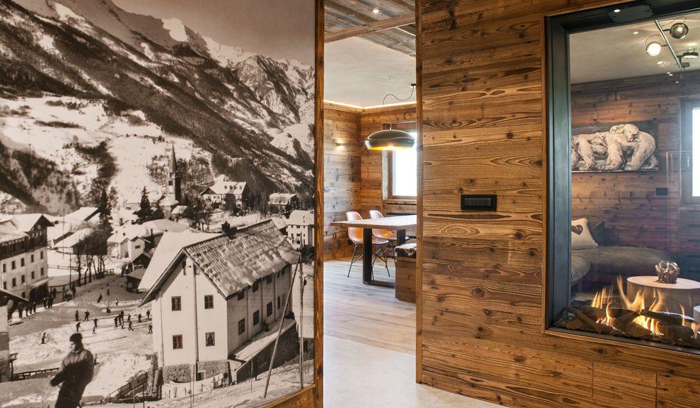 Legno vecchio e design contemporaneo in un attico di montagna