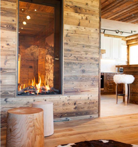 Legno vecchio e design contemporaneo in un attico di montagna ...