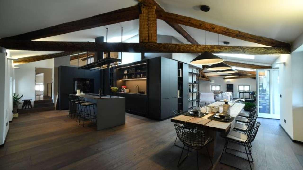 Nell Attico Di Un Palazzo Storico Ambiente Cucina